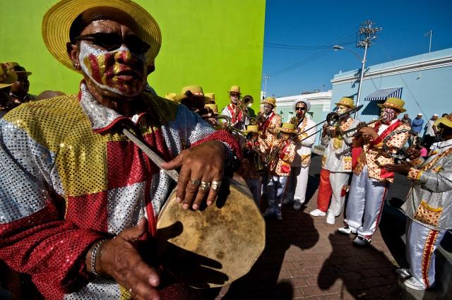 Un'orchestrina di strada a Bo-Kaap, quartiere malese di Città del Capo.
