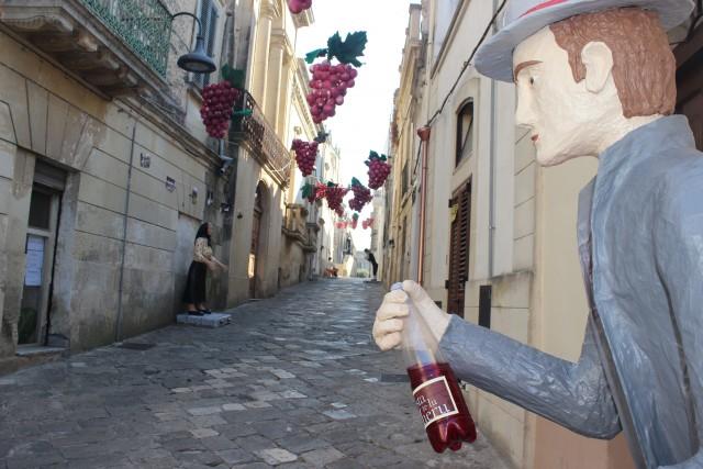 Musica, arte, sapori e vino rosso a volontà sono gli ingredienti della Festa Te Lu Mieru a Carpignano Salentino (1-3 settembre), nota come la Madre di tutte le Sagre.