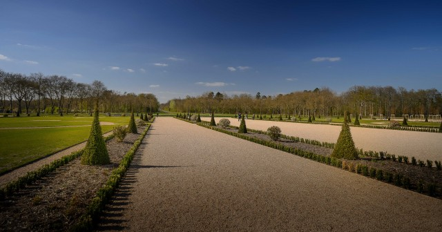 """L'arte del """"giardino alla francese"""" culmina nel XVIIsimo secolo, con i giardini di Versailles, etorna anche a Chambord."""