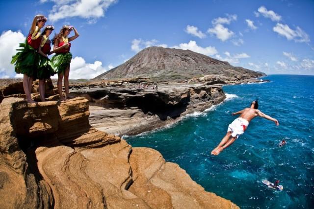 Oahu, Hawaii Tuffarsi nelle acque delle Hawaii direttamente dalle scogliere della sua isola principale (quella dove si trova la capitale Honolulu) deve essere un'esperienza unica: non a caso Orlando Duque non ha potuto non includerla nella sua classifica.
