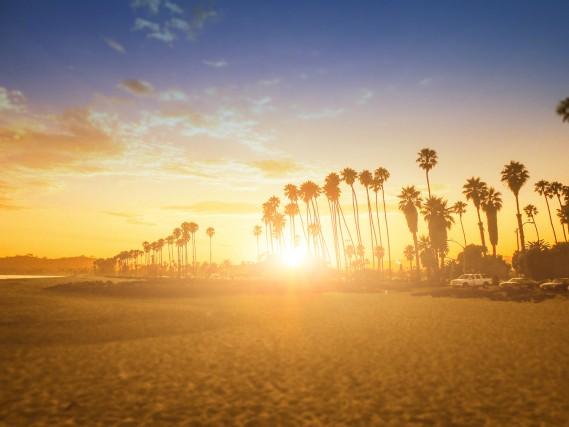 """Butterfly Beach, Santa Barbara Una spiaggia tranquilla, quotidiana, perfetta per un pic-nic, quella scelta da Alyssa Campanella Coombs, travel deditor per """"The A List"""" ed ex Miss Usa."""