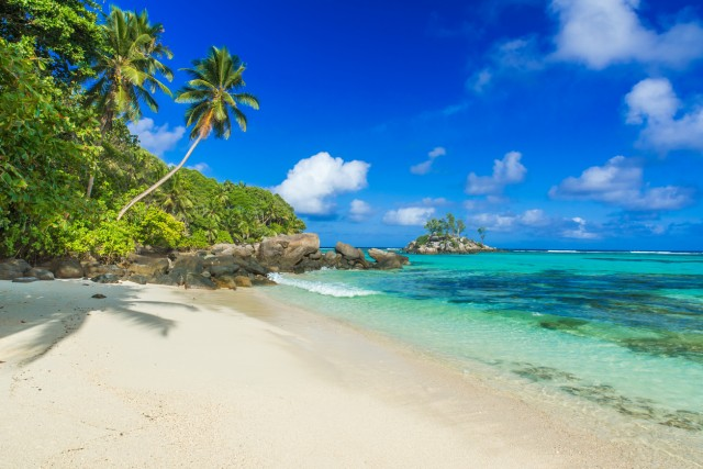 """Six Senses Zil Pasyon, Seychelles Sull'isola di Félicité potete trovare – a detta dell'influencer Ashley Graham, leader del movimento della """"body positivity"""" – tutto il meglio delle Seychelles. Info:sixsenses.com"""