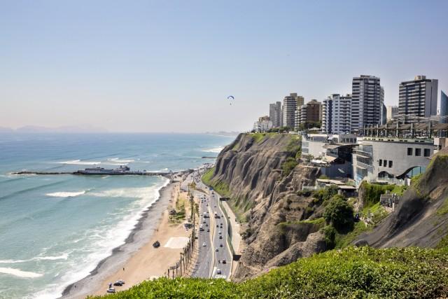 Playa Redondo, Lima Questa spiaggia peruviana ha, secondo l'esperta di viaggi Stacie Flinner, caratteristiche in grado di mettere d'accordo ogni esigenza: sia quelle di chi vuole prendersi qualche ora di relax sia quelle dei surfisti più avventurosi.
