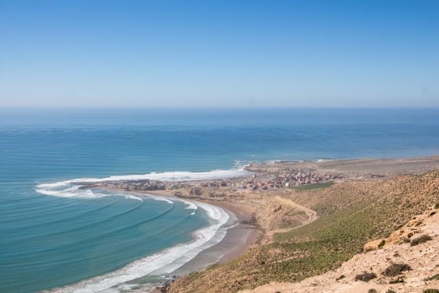 """Imsouane Plage, Marocco Chiamata dai locali la """"baia magica"""", Imsouane offre una spiaggia selvaggia con onde perfette per fare surf: due dei motivi che hanno portato la fotografa ambientalista Meg Haywood Sullivan a suggerirla a Forbes per la sua classifica."""