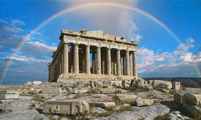 Il Partenone che sorge sull'acropoli di Atene, dedicato alla dea Atena, è il più famoso reperto dell'antica Grecia, simbolo di Atene ma soprattutto della democrazia