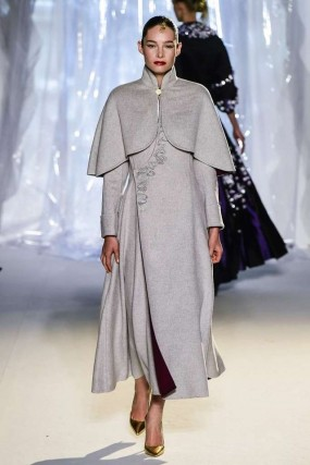 Il nuovo abbigliamento è anche salito in passerella nella recente la settimana della moda Autunno/Inverno 2017 di Parigi