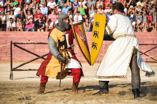 Dall'11 al 13 agosto a Oria (Brindisi) si rivivono le atmosfere del Medioevo, con una manifestazione in onore di Federico II di Svevia. Tra gli appuntamenti clou,il Palio nella Cattedrale e il torneo deiquattro rioni.