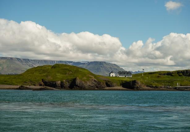 L'isola di Viðey, ora abitata da 30 specie di uccelli, nel Medioevo era sede di un monastero.