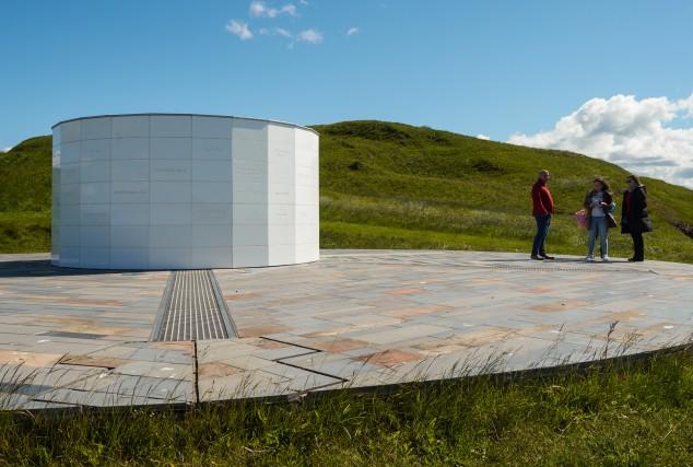 A Viðey ci si va soprattutto per l'Image Peace Tower, istallata nell'ottobre del 2007 da Yoko Ono: un prisma luminoso in memoria di John Lennon.