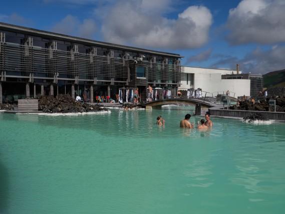 Blue Lagoon: piscina, bar e boutique per shopping di creme e fanghi a base di lava.