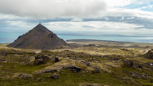 L'inconfondibile montagna a piramide di Stapafell, alta 526 metri.