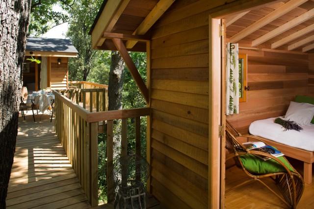 Una delle tre case in legno sugli alberi che si possono prenotare, oltre alle normali stanze, a La Bastide du bois Bréant.