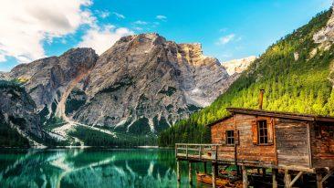 Il Lago di Braies, in Alto Adige: come arrivare e dove si trova il lago più famoso delle Dolomiti