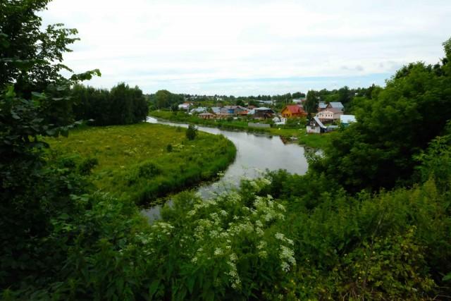 Case lungo il fiume Kamenka.