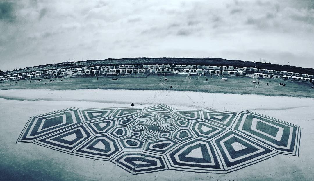 Beach art sulla costa olandese