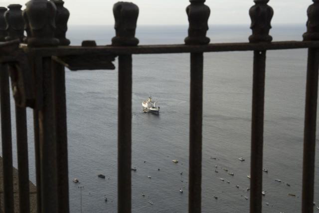 La nave RMS in rada a James Bay