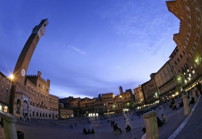 2420665a3 Trekking urbano: una giornata a spasso per 62 città italiane, tra misteri a  leggende