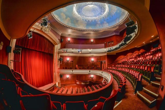 Théâtre Royal des Galerie, soffitto di Magritte