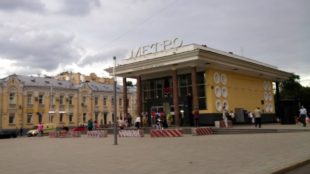Una stazione della bellissima metropolitana di Mosca: la prima linea fu aperta nel 1935.