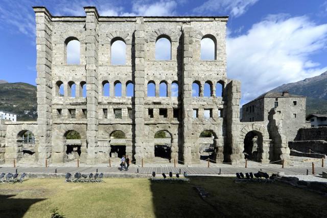 Il viaggio di Dove Academy ha toccato anche la città di Aosta e le sue vestigia romane, come il Teatro.