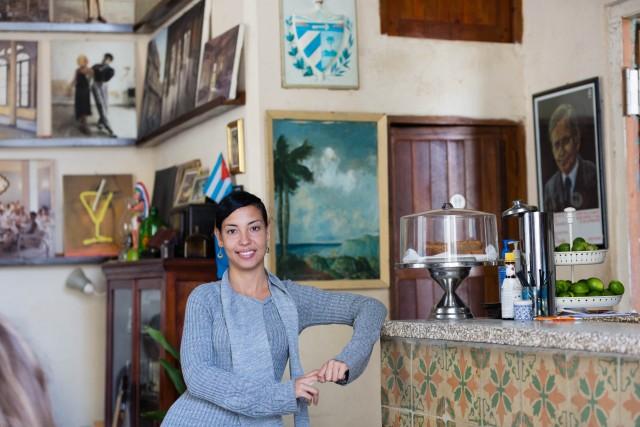 Jaylen Vilches Fragela, 27 anni, nel suo El Dandy Bar y Galeria.