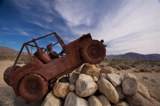 Le gigantesche sculture in metallo, dell'artista Ricardo Breceda, spuntano in mezzo aldesertointorno alla città di Borrego Springs.