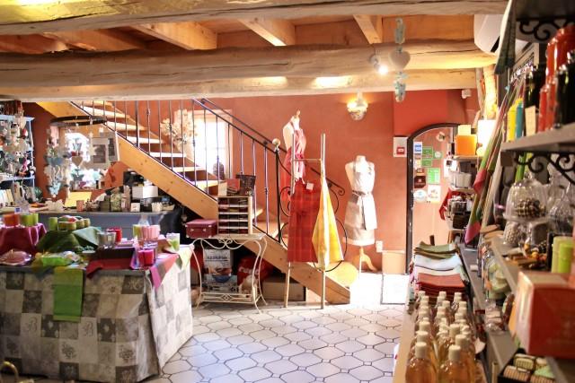 Le Mas de Orange, bottega che propone tapenade a base di olive, capperi e acciughe, e confetture bio.