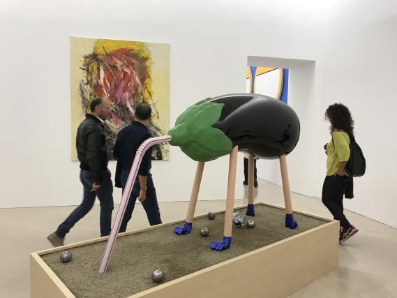 Napoli, arte moderna. La melanzana di Darren Bader, al Museo Madre.