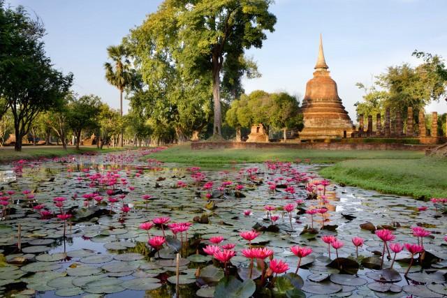 Il Wat Chana Songkhram, uno dei templi buddhisti del Parco Storico di Sukhothai.