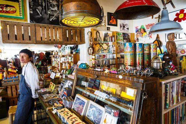 Uno shop di souvenir e oggettistica vintage a Teshikaga, nel nordest dell'isola di Hokkaido.