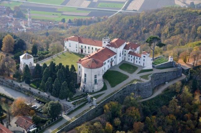 In Piemonte, nel Canavese, Cossanoè la località da consigliare ai cercatori. A piedi, si raggiunge anche un bene del Fai, il Castello di Masino.