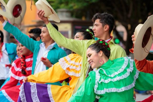 Sfilata in costume tradizionale per le vie di Guanajuato.
