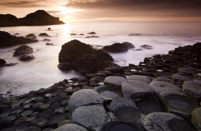 L'ex bambino protagonista dell'immagine della cover di Houses Of The Holy dei Led Zeppelin,ha dichiarato che gli scatti sono stati fattitra le formazioni rocciose di Giant's Causeway, in Irlanda del Nord, alle prime luci dell'alba e al tramonto.