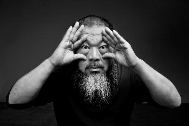 L'artista Ai Weiwei è ospite dell'Amsterdam Light Festival. La sua opera,Thinline,attraversa i canali e collega le altre opere in mostra.