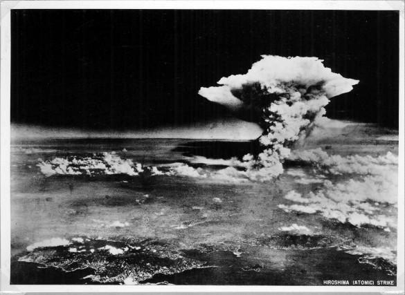 6 agosto 1945, ore 8:15, la prima bomba atomica della storia sganciata su Hiroshima: l'attacco nucleare fu sferrato dall'Aeronautica americana alla fine della Seconda Guerra mondiale per accelerare la resa giapponese.