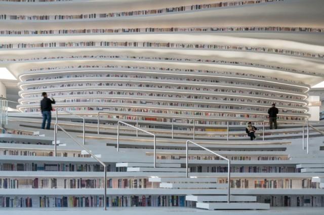 Perdersi nella lettura in questa stupenda biblioteca è d'obbligo