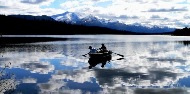 Tra le attività proposte al Linden Tree retreat & ranch, in Croazia, Anche il giro in canoa sui laghi montani delle Alpi Bebie.