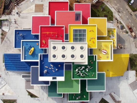 A Billund, il luogo dove i mattoncini sono nati, ha aperto a fine settembre la casa dei Lego: 12 mila metri quadrati con 25 milioni di mattoncini colorati