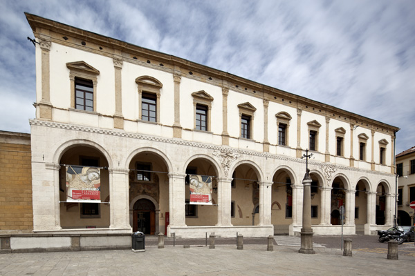 2 Palazzo del Monte di PietÖ in Piazza Duomo