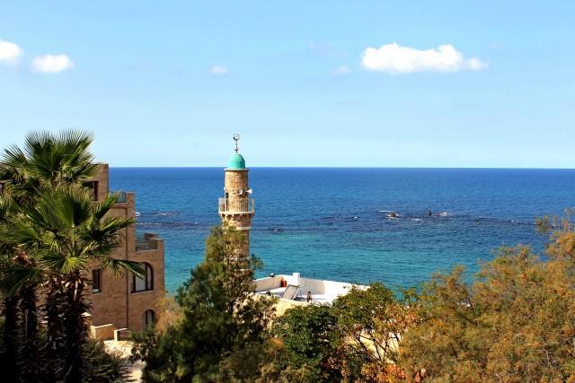 Spiagge a Tel Aviv. La capitale economica d'Israele non perde mai la sua impronta mediterranea, la sua attitudine al relax, con caffè e ristoranti sempre affollati e lunghe spiagge frequentate a tutte le ore.