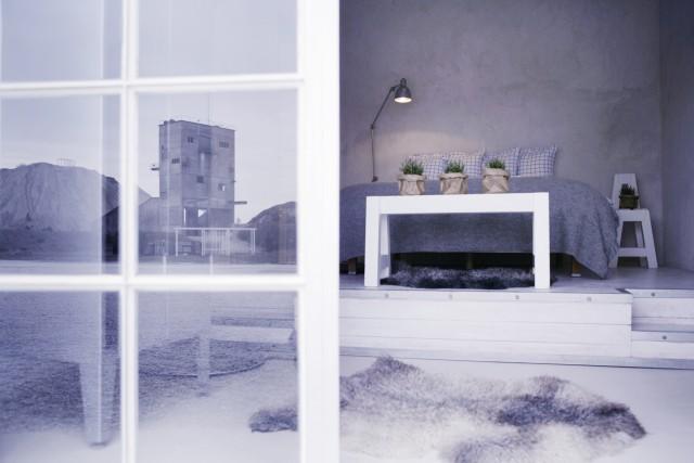 Cumuli di calcare e torrette dismesse fanno da cornice al Fabriken Furillen, hotel ricavato in una ex cava di calcare sulle rive del Baltico svedese. Con la sua bellezza spettrale e monocromatica, l'hotel ricorda l'atmosfera del film Wall-e.