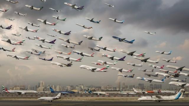 Kelley aveva semplicemente sommato in un'unica immagine i vari passaggidel traffico distribuiti nel corso della giornata. Qui:l'aeroporto di Dubai