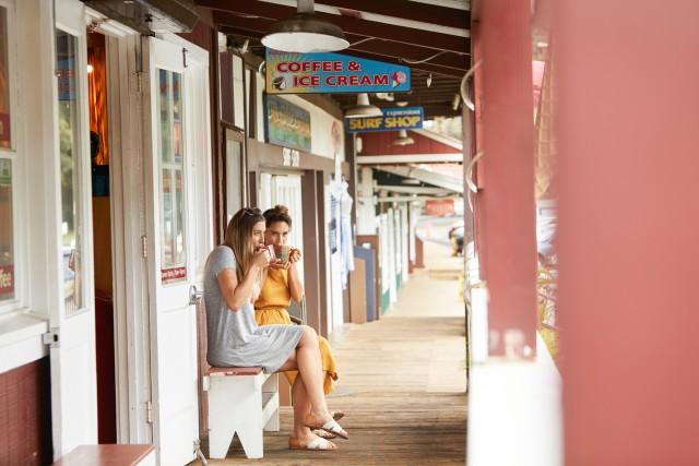 La cittadina diKailua-Kona è il centro più importante del distretto di Kona, a Big Island.Un tempo tranquillo villaggio di pescatori, è oggi un luogo ricco di negozi, ristoranti e hotel: un'ottima base per visitare questa parte dell'isola.