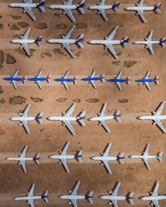 """Il """"cimitero"""" degli aerei all'Aeroporto Logistico della California Meridionale"""