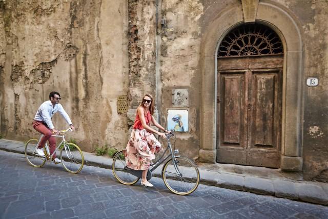 San Niccolò, quartiere di Firenze, è la fucina della street art. Disegni, scritte e immagini variopinte compaiono, con discrezione, sui muri e sulle insegne nel reticolo di vie della zona