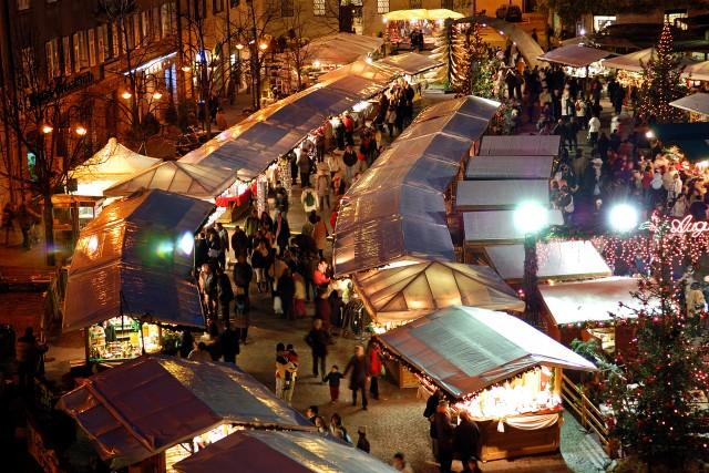 Il mercatino di Natale a Trento: 90casette allestite nelle piazze di Fiera e Cesare Battisti.