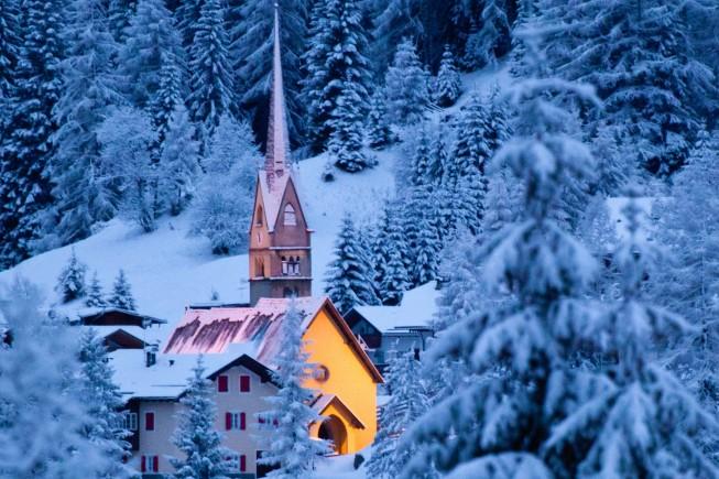 La chiesa di S. Antonio ad Alba di Canazei, in Trentino. Foto: Alexei Mikhailov / 500 px