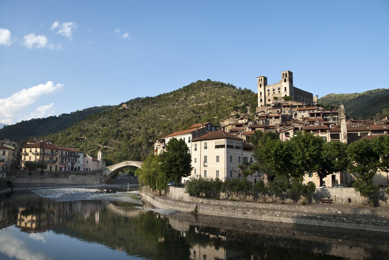 Da bordighera ad apricale i borghi presepe della riviera for Borghi liguria ponente