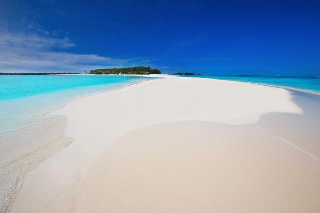 MALDIVE, NUOVE VISIONI.In questo paradiso fragile, sospeso fra cielo e oceano, l'ospitalitàora è all'insegna della tutela ambientale e delle esperienze autentiche. Dall'atollo di Baa e quello di Ari nord, i nuovi resort puntano sul turismo responsabile. Milaidhoo Island, Siamonds Arthuruga Island Resort,Vakarufalhi: sul numero in edicola le dritte e i pacchetti per prenotare. Scopri di più sui nuovi resort alle Maldive