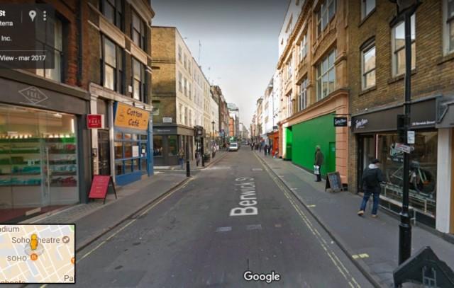 (What's the Story) Morning Glory degli Oasis, uscito nel 1995, mostra in copertina l'immagine di una strada di Londra. Si tratta di Berwick Street, una via che si trova nel quartiere londinese di Soho.